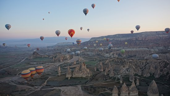 Hot Air Ballooning Cappadocia: Pemandangan cantik dari atas hot air ballon