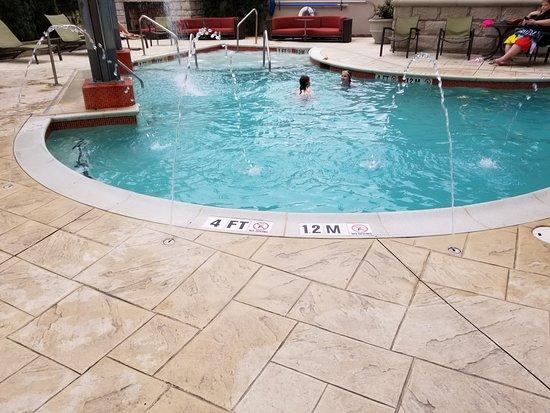 Hampton Inn & Suites Chattanooga / Downtown: Indoor/Outdoor Heated Pool