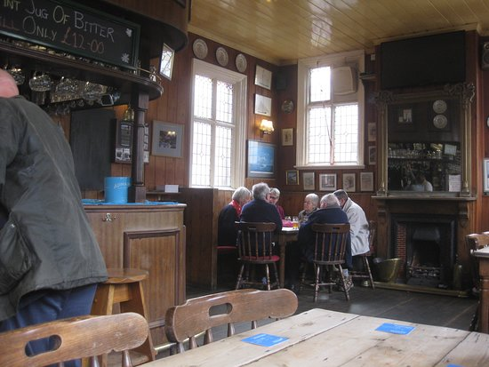 The White Hart: The bar area