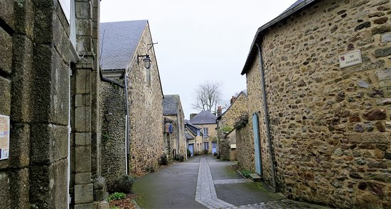 Ruelle cité médiéval ste Suzanne (Mayenne France )