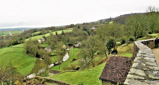 Mayenne, France: Paysage vu depuis les remparts