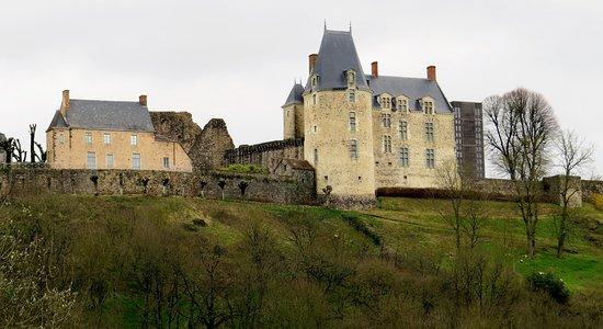 Château cité médiévale ste Suzanne (Mayenne France )