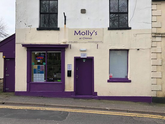 Conisbrough, UK: Front of Molly's at Chimes....