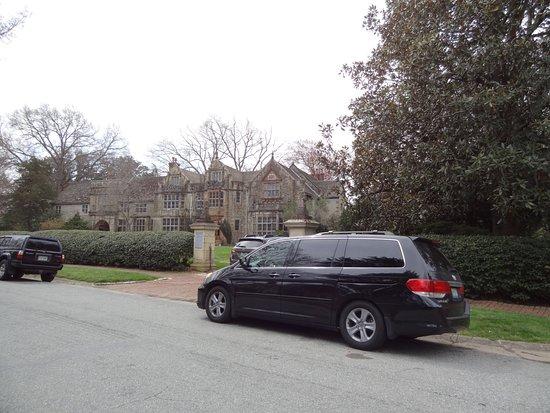 Virginia House: plenty of parking