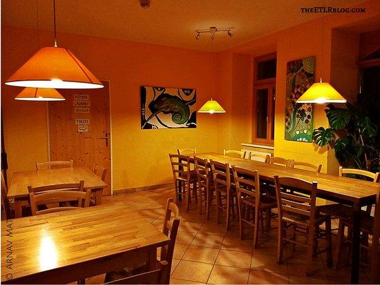 Hostel Ruthensteiner: Common Dining Area