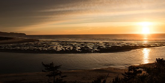 Tillamook, Oregón: Sunset view of Netarts Bay. Come paddle with us and experience this beauty!