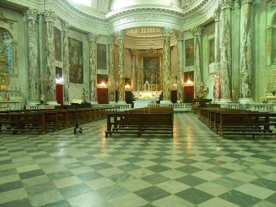 Pieve di Teco, Ιταλία: Interno chiesa