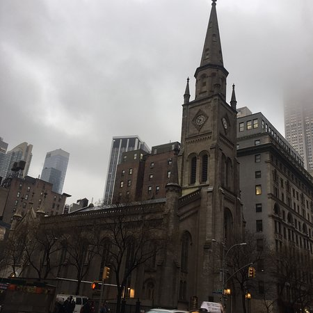 マーブル協同教会(marble Collegiate Church)はエンパイアステートビルの南に位置する