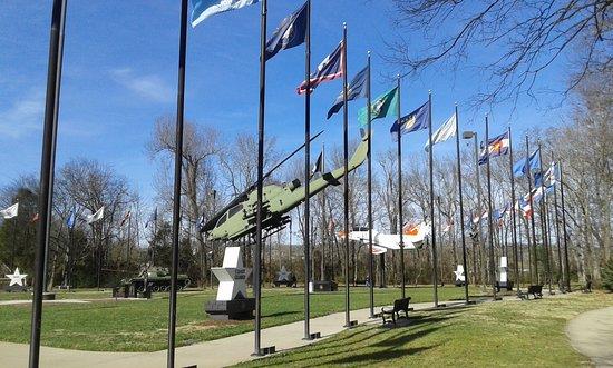 Veteran's Memorial Park: plaza