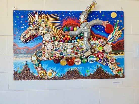 San Rafael, كاليفورنيا: How many bottle caps in this art?
