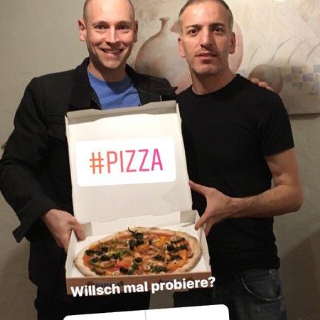 Elgg, Sveits: Wir waren erneut Pizza Essen. Die vegane Pizza von Kemal ist grandios. Das Essen und der Service