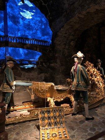 Royal Armory : Золоченые сани королей.