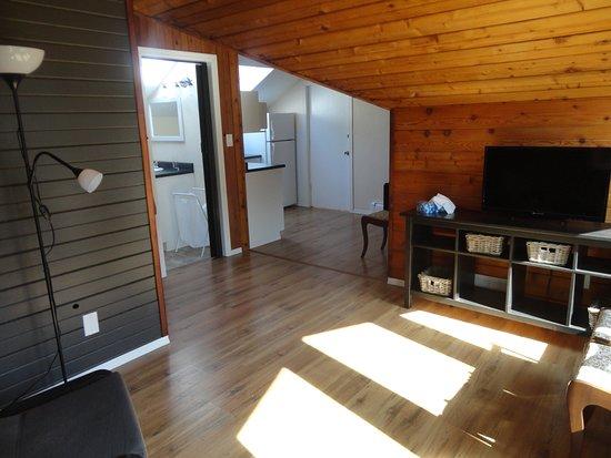 Sayward, Kanada: Mountain View living room.