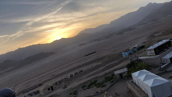 Zuid-Sinaï, Egypte: Sunset on Sinai desert