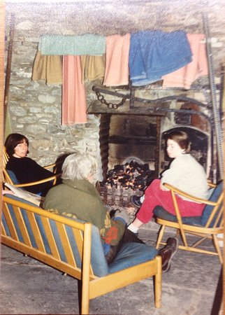 Tregaron, UK: Inside the hostel in the 1980's with old George, the warden at the time.