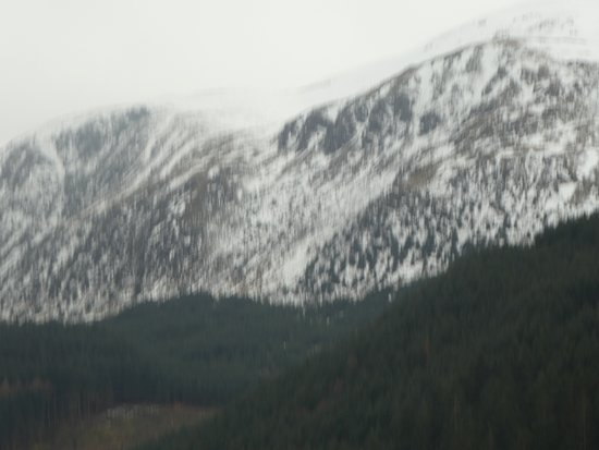 Loch Lubnaig: snow covered mountains behind loch