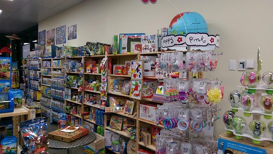 Каус, Австралия: Lots of educational toys, games and puzzles in store including a large range of adult puzzles.