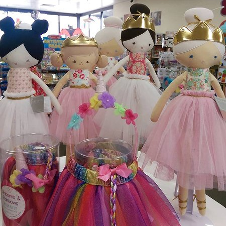 Cowes, Australia: Lots of stunning dolls in store