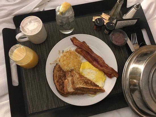 DoubleTree by Hilton Cincinnati Airport Hotel: Breakfast $21, room service NICE !!!