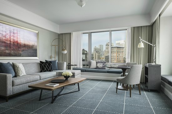 Four Seasons Hotel San Francisco: Deluxe Suite Living Room