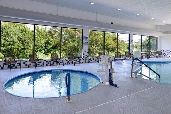 Morgantown, WV: Pool