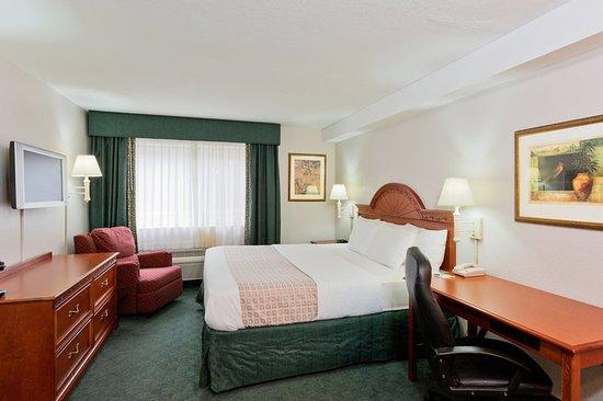 La Quinta Inn Everett: Guest room