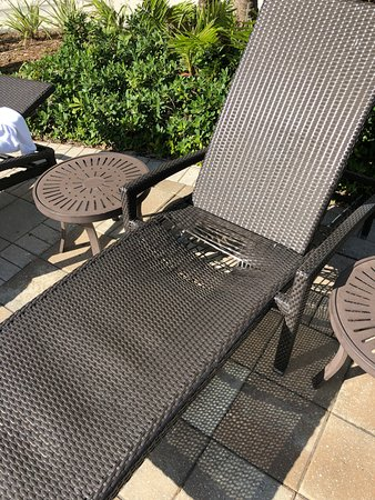 Miami Airport Marriott: Seat bottoms on every chair and lounger were busted.