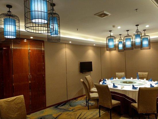 Jiamusi, China: 飯店樓上的餐廳包廂, 美輪美奐