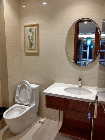 Jiamusi, China: 包廂內的洗手間