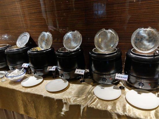 Jiamusi, China: 早餐有提供各式粥品