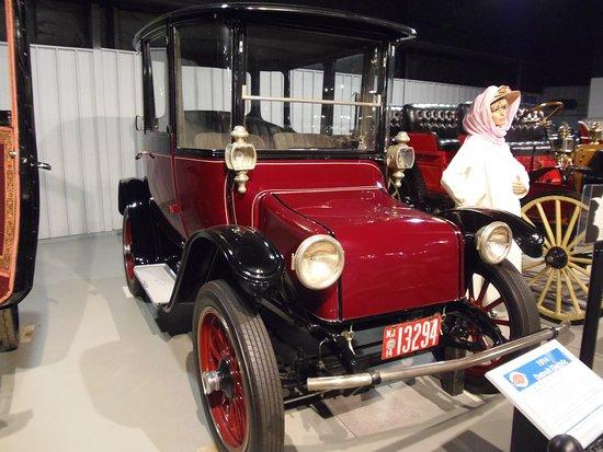 Northeast Clic Car Museum 1914 Detroit Electric