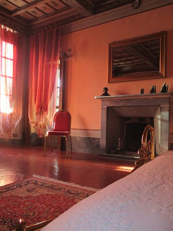 Gropello Cairoli, อิตาลี: camino in suite
