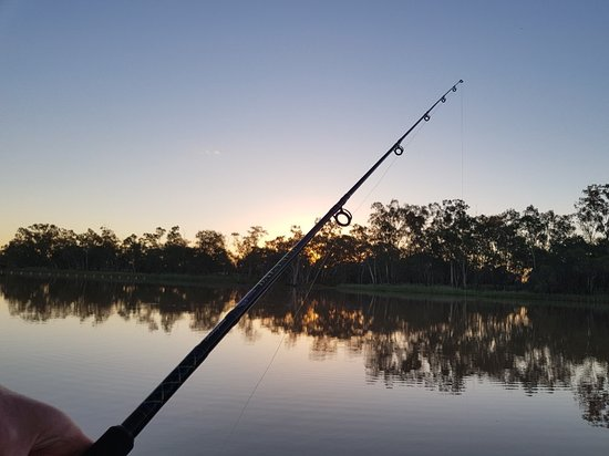 St George, Australien: Fishing beside the river