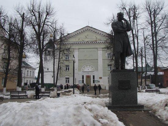 Monument to Chaikovskiy