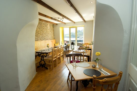 Glandore Bistro: Come in and enjoy. Very Cosy and Warm