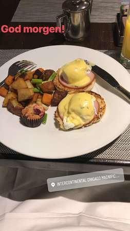 InterContinental Chicago Magnificent Mile: Egg benedict from the ala carte menu