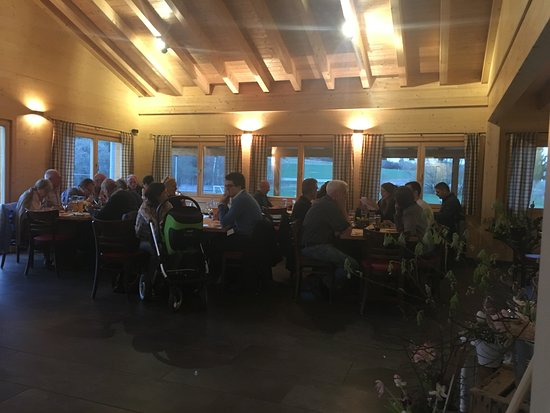 Tiefenbronn, Alemania: Unser Lokal am Abend