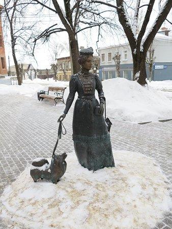 """Скульптура """"Дама с собачкой"""""""