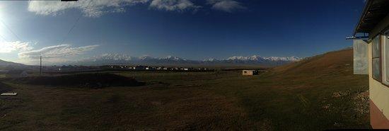 Sary-Tash, Kirgisistan: HOTEL MURAS - PANORÁMICA DESDE LA PUERTA DEL HOSTEL
