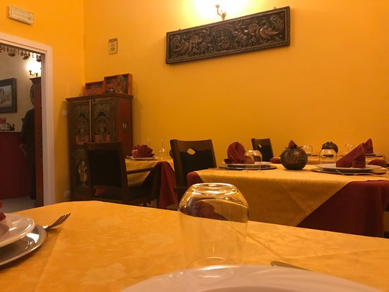 La Credenza Torino Tripadvisor : Credenza e quadri foto di zaika ristorante indiano torino