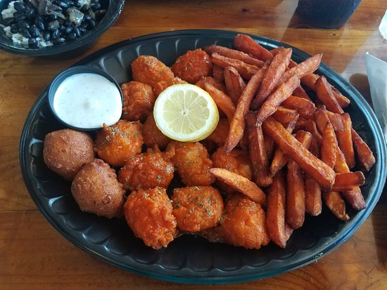 Mudcat Charlie's: Buffalo scallops with sweet potato fries
