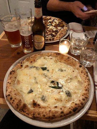 SottoCasa Pizzeria: 4 Formaggi