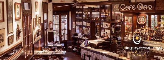 Bar Tabare: Salon Principal y Barra