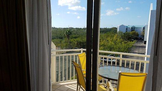 Sunrise Suites Resort: 20180401_172813_large.jpg
