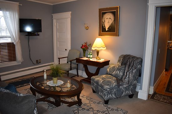 Lady of the Lake Bed and Breakfast: One of the two Loft Suite Living Rooms