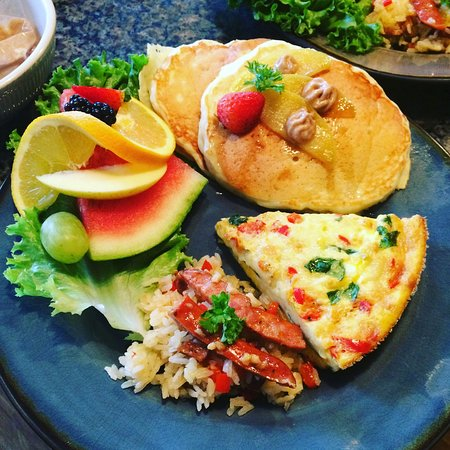 Skaneateles, نيويورك: Mediterranean Style Breakfasts Served Daily