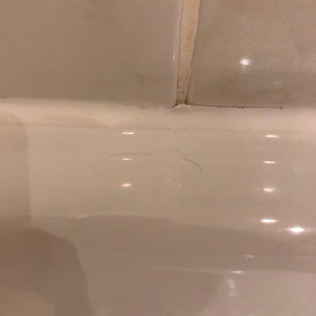Ein so dreckiges Badezimmer habe ich zuletzt als Schüler in einer ...