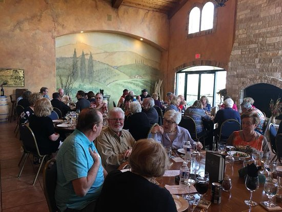 Flat Creek Estate Winery: Sun City Zoomers on a day bus trip