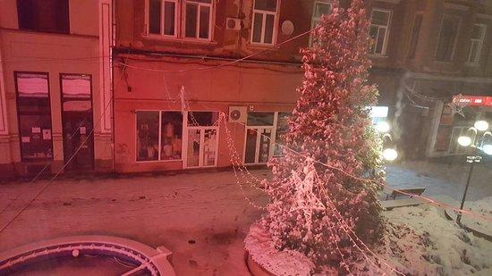 Lugoj, Romania: La strada adiacente di notte