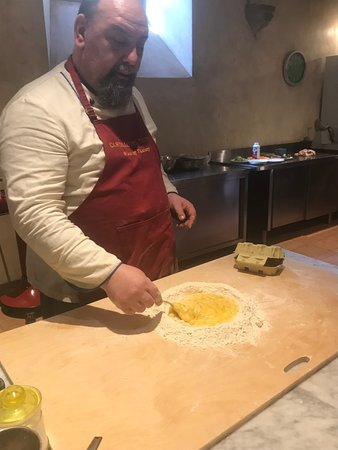 Santa Brigida, إيطاليا: Mixing the dough